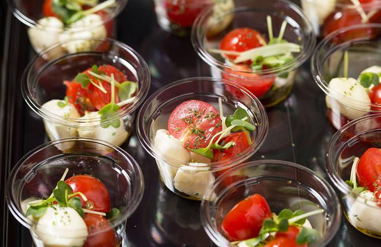 新鮮プチトマトとモッツァレラチーズのカプレーゼ