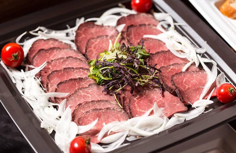 記念日レストランNo,1人気の特製肉厚ローストビーフ