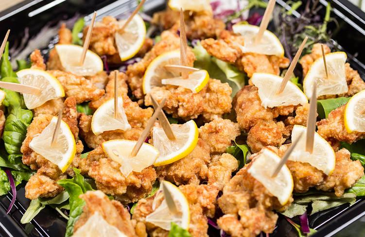 7種の特製タレに一晩漬けこんだ鳥取県産大山鶏のジューシーチキンフライのピンチョス