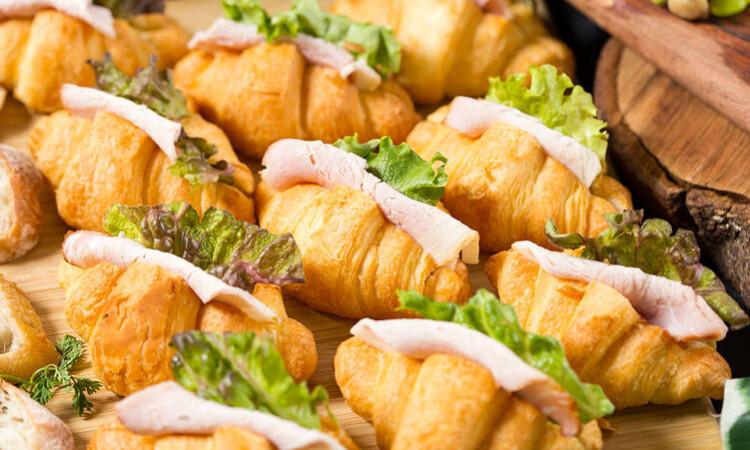ロースハムと野菜のサクサククロワッサンサンド