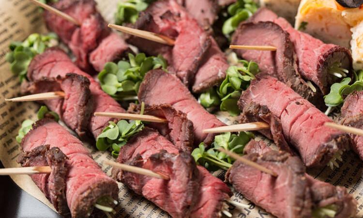 特製肉厚ローストビーフのピンチョス
