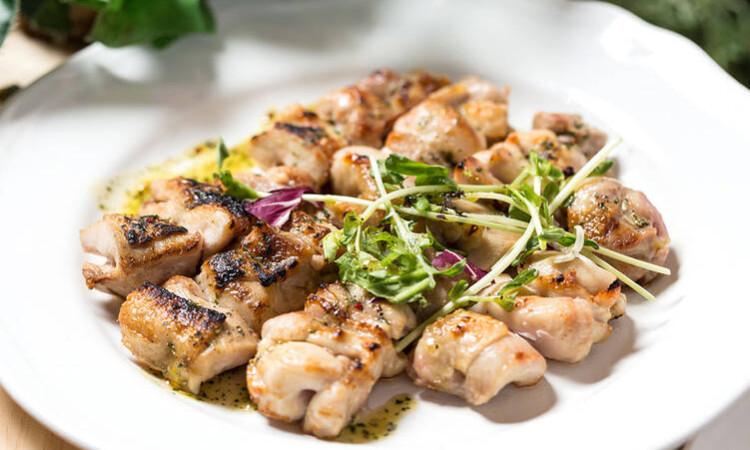 鳥取県産大山鳥のグリルステーキ~さわやかな酸味と味わい豊かなバジルソース~