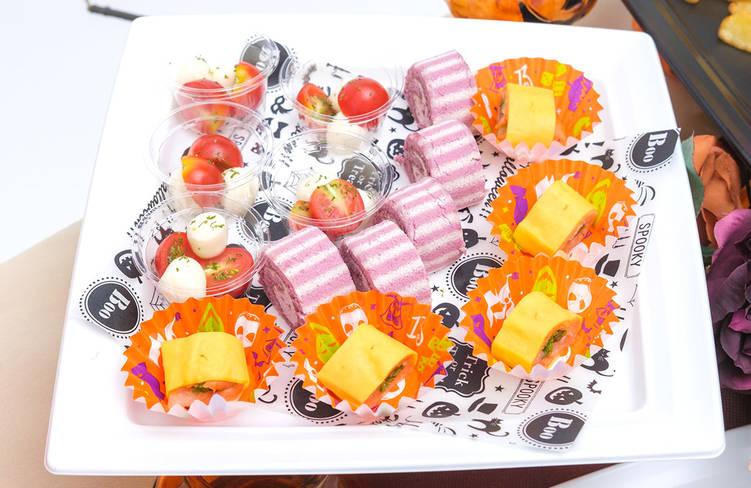 スモークサーモンのピンチョス 錦糸卵ロール/プチトマトとモッツァレラチーズのカプレーゼ/季節のロールケーキ