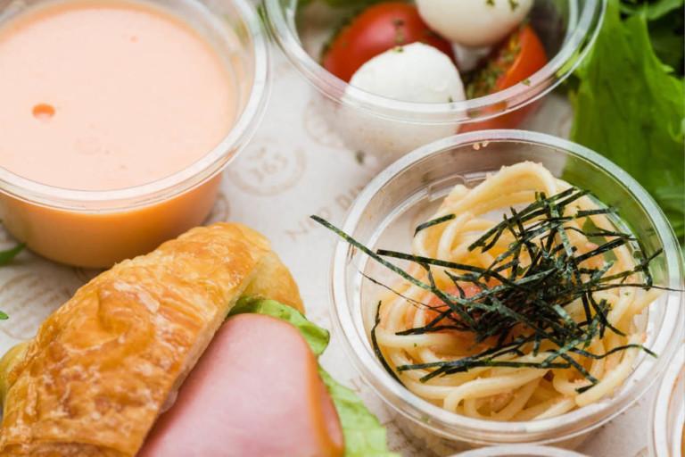 新鮮プチトマトとモッツァレラチーズのカプレーゼ / 季節のデザート