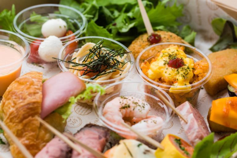 トマトソースが香るかわいいカップオムライス / 明太子パスタの一口カップ盛り